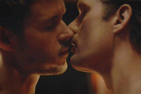 Поцелуй парней гифка