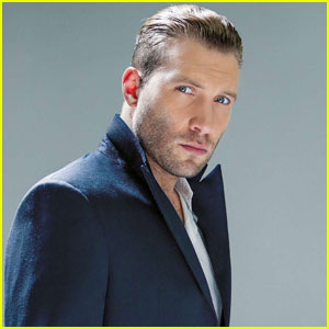 jai-courtney-da-man-musical-talents