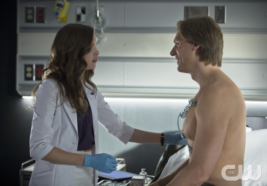 """The Flash -- """"Flash of Two Worlds"""" -- Image FLA202B_0090b -- Pictured (L-R): Danielle Panabaker as Caitlin Snow and Teddy Sears as Jay Garrick  -- Photo: Cate Cameron/The CW -- © 2015 The CW Network, LLC. All rights reserved."""