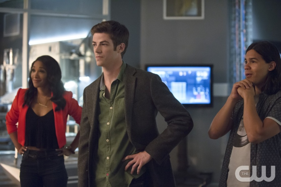"""The Flash -- """"Flash of Two Worlds"""" -- Image FLA202B_0157b -- Pictured (L-R): Candice Patton as Iris West, Grant Gustin as Barry Allen and Carlos Valdes as Cisco Ramon  -- Photo: Cate Cameron/The CW -- © 2015 The CW Network, LLC. All rights reserved."""