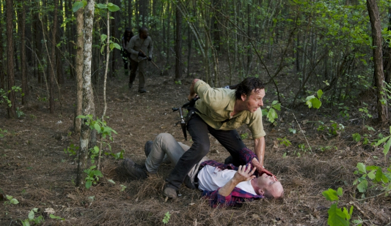 AMCs-The-Walking-Dead-Season-6-EPisode-1-First-Time-Again-Rick-Grimes-and-Carter-Ethan-Embry-Andrew-Lincoln