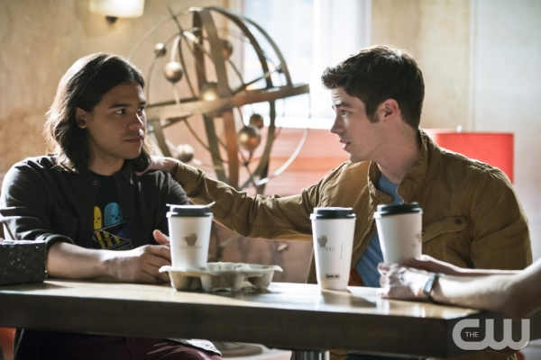 "The Flash -- ""The Darkness and the Light"" -- Image FLA205A_0229b.jpg -- Pictured (L-R): Carlos Valdes as Cisco Ramon and Grant Gustin as Barry Allen -- Photo: Katie Yu/The CW -- © 2015 The CW Network, LLC. All rights reserved."