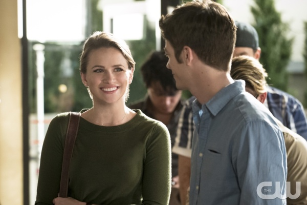 "The Flash -- ""The Darkness and the Light"" -- Image FLA205A_0063b.jpg -- Pictured (L-R): Shantel VanSanten as Patty Spivot and Grant Gustin as Barry Allen -- Photo: Katie Yu/The CW -- © 2015 The CW Network, LLC. All rights reserved."