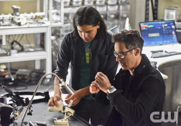 """The Flash -- """"Enter Zoom"""" -- Image FLA206B_0019b.jpg -- Pictured (L-R): Carlos Valdes as Cisco Ramon and Tom Cavanagh as Harrison Wells -- Photo: Dean Buscher/The CW -- © 2015 The CW Network, LLC. All rights reserved."""