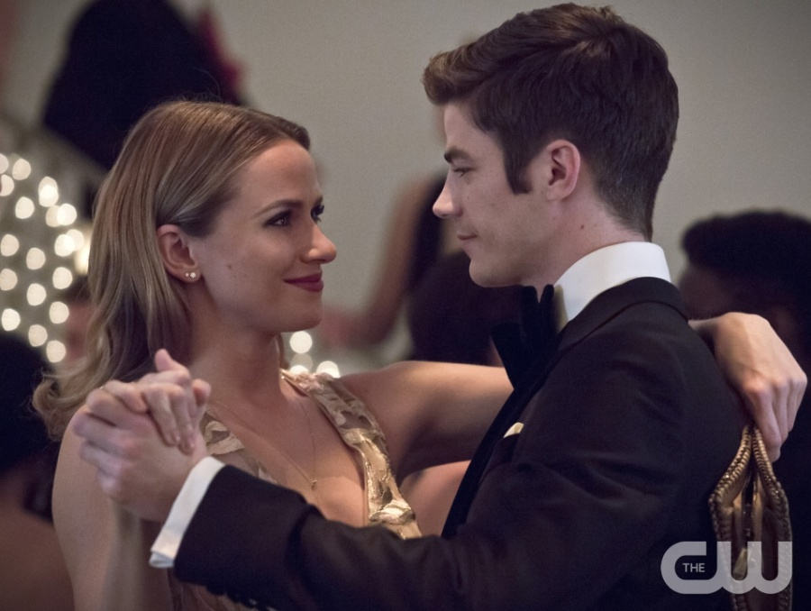 """The Flash -- """"Potential Energy"""" -- Image FLA210b_0078b -- Pictured (L-R): Shantel Van Santen as Detective Patty Spivot and Grant Gustin as Barry Allen -- Photo: Katie Yu/The CW -- © 2016 The CW Network, LLC. All rights reserved."""