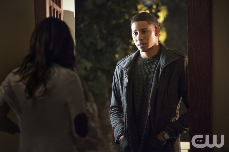 "The Flash -- ""The Reverse Flash Returns"" -- Image FLA211a_0418b -- Pictured (L-R): Candice Patton as Iris West and Keiynan Lonsdale as Wally West -- Photo: Diyah Pera/The CW -- © 2016 The CW Network, LLC. All rights reserved."
