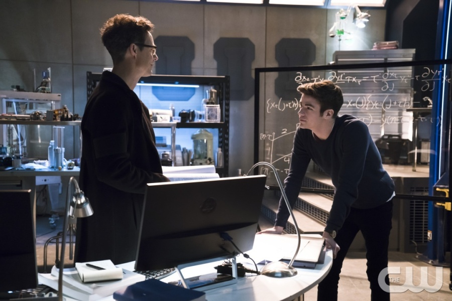"""The Flash -- """"Fast Lane"""" -- Image: FLA212B_0066b.jpg -- Pictured (L-R): Tom Cavanagh as Harrison Wells and Grant Gustin as Barry Allen -- Photo: Katie Yu/The CW -- © 2016 The CW Network, LLC. All rights reserved."""