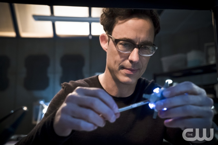 """The Flash -- """"Fast Lane"""" -- Image: FLA212B_0174b.jpg -- Pictured: Tom Cavanagh as Harrison Wells -- Photo: Katie Yu/The CW -- © 2016 The CW Network, LLC. All rights reserved."""