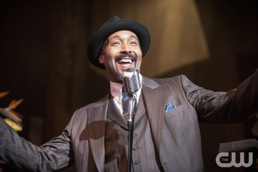 """The Flash -- """"Welcome to Earth-2"""" -- Image FLA213b_0005b -- Pictured: Jesse L. Martin as Earth 2 Joe West -- Photo: Diyah Pera/The CW -- © 2016 The CW Network, LLC. All rights reserved."""