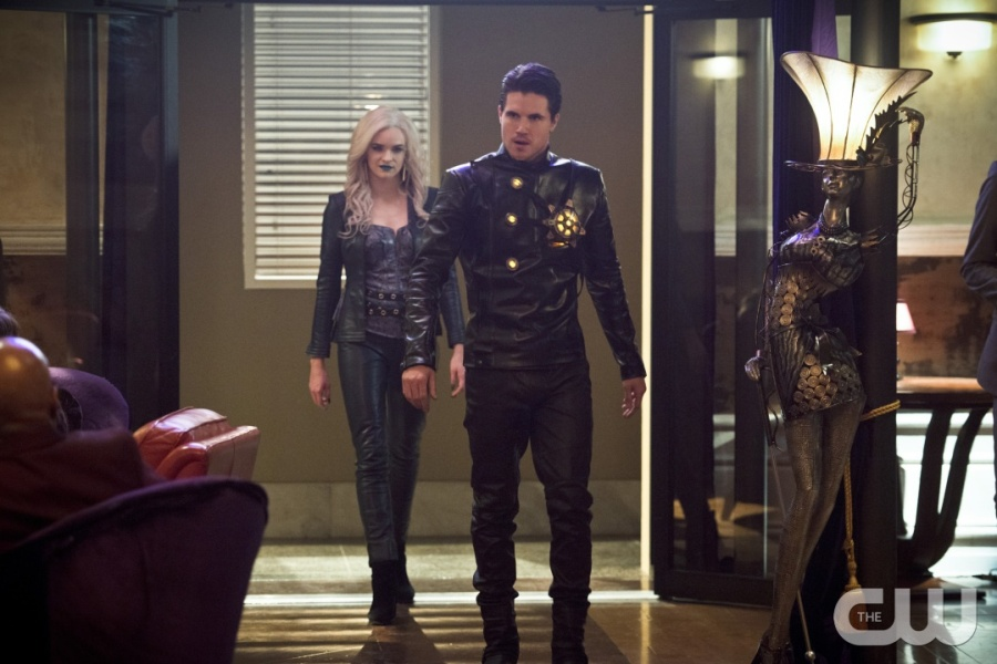 """The Flash -- """"Welcome to Earth-2"""" -- Image FLA213b_0220b.jpg -- Pictured (L-R): Danielle Panabaker as Killer Frost and Robbie Amell as Deathstorm -- Photo: Diyah Pera/The CW -- © 2016 The CW Network, LLC. All rights reserved"""