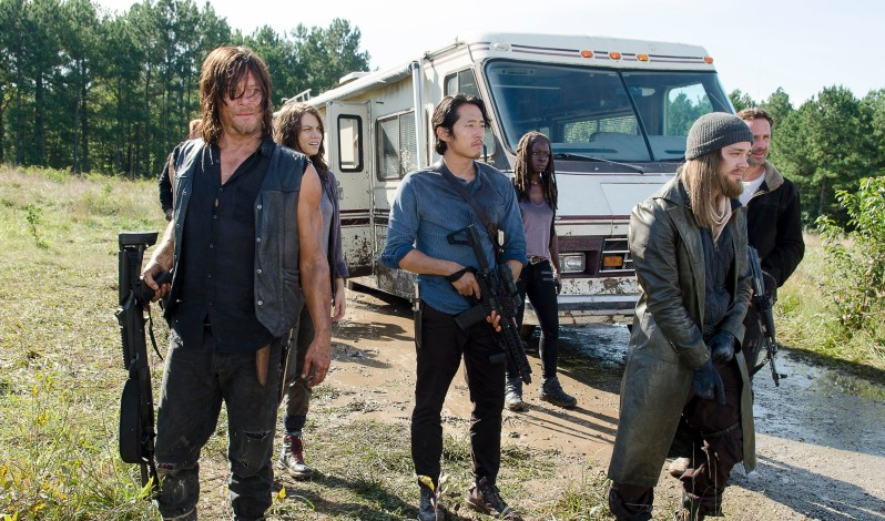 check-out-that-brutal-scene-from-the-walking-dead-knots-untie-one-more-time-869090-e1456970662887