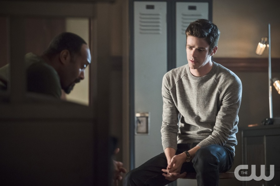 """The Flash -- """"Versus Zoom"""" -- Image: FLA218A_0230b.jpg -- Pictured (L-R): Jesse L. Martin as Detective Joe West and Grant Gustin as Barry Allen -- Photo: Cate Cameron/The CW -- © 2016 The CW Network, LLC. All rights reserved."""