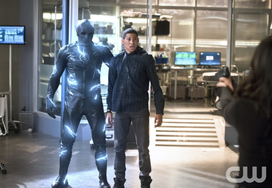 """The Flash -- """"Versus Zoom"""" -- Image: FLA218b_0011b2.jpg -- Pictured (L-R): Zoom and Keiynan Lonsdale as Wally West -- Photo: Diyah Pera/The CW -- © 2016 The CW Network, LLC. All rights reserved"""