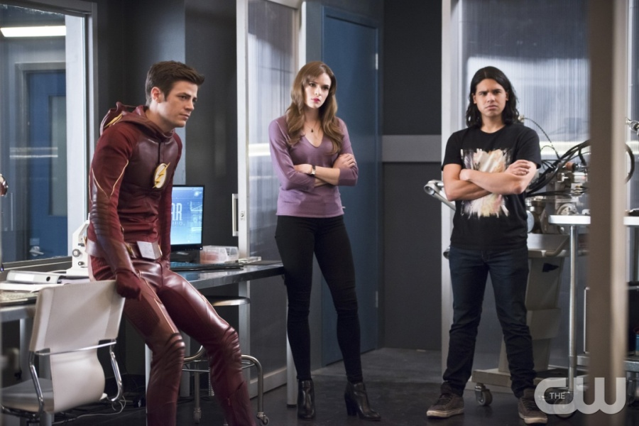 """The Flash -- """"Versus Zoom"""" -- Image: FLA218b_0193b.jpg -- Pictured: Grant Gustin as Barry Allen, Danielle Panabaker as Caitlin Snow and Carlos Valdes as Cisco Ramon -- Photo: Diyah Pera/The CW -- © 2016 The CW Network, LLC. All rights reserved."""