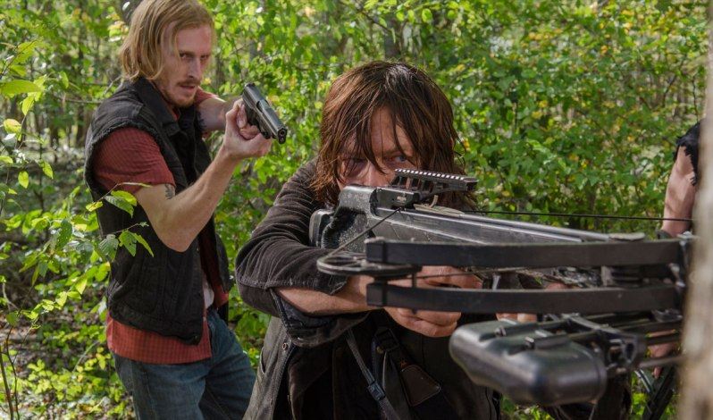 the-walking-dead-episode-615-dwight-amelio-daryl-reedus-gun-1200x707