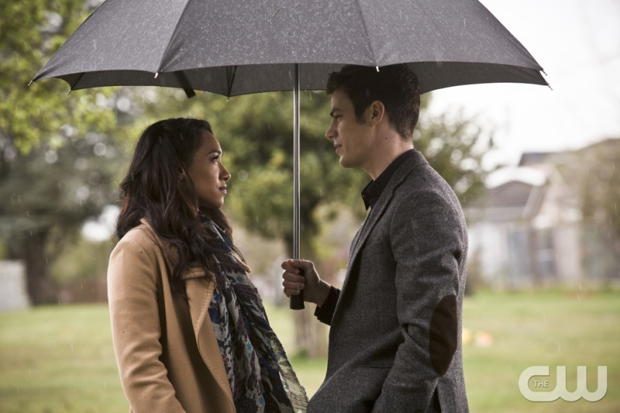 "The Flash -- "" The Runaway Dinosaur"" -- Image: FLA221b_0142b.jpg -- Pictured (L-R): Candice Patton as Iris West and Grant Gustin as Barry Allen -- Photo: Katie Yu/The CW -- © 2016 The CW Network, LLC. All rights reserved."