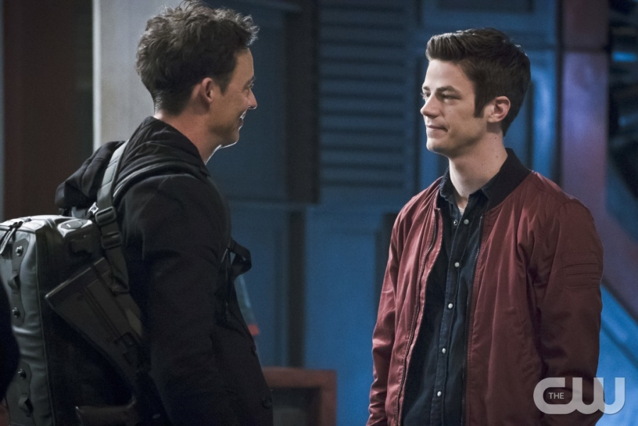 "The Flash -- ""The Race of His Life"" -- Image: FLA223a_0223b.jpg -- Pictured (L-R): Tom Cavanagh as Harrison Wells and Grant Gustin as Barry Allen -- Photo: Katie Yu/The CW -- © 2016 The CW Network, LLC. All rights reserved."