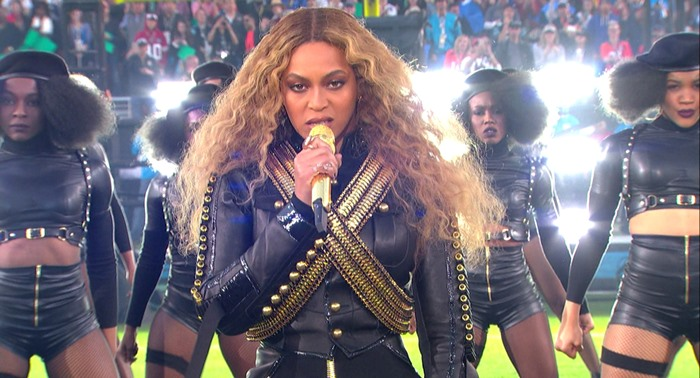 Beyonce-Steals-Super-Bowl-Halftime-Show