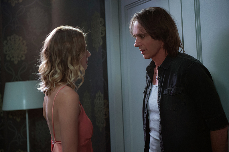 """Supernatural -- """"Mamma Mia"""" -- SN1202a_0168.jpg -- Pictured (L-R): Emma Johnson as Jennifer and Rick Springfield as Vince Vincente -- Photo: Diyah Pera/The CW -- © 2016 The CW Network, LLC. All Rights Reserved"""