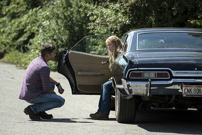 """Supernatural -- """"Keep Calm and Carry On"""" -- SN1201a_0002.jpg -- Pictured (L-R): Jensen Ackles as Dean and Samantha Smith as Mary Winchester -- Photo: Katie Yu/The CW -- © 2016 The CW Network, LLC. All Rights Reserved"""