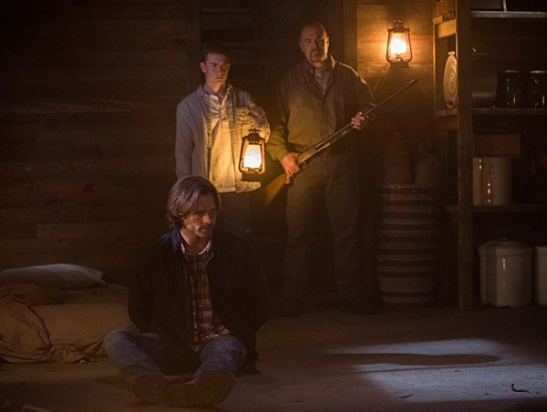 "Supernatural -- ""American Nightmare"" -- SN1204b_0008.jpg -- Pictured (L-R): Jared Padalecki as Sam, Gig Morton as Elijah Peterson and William MacDonald as Abraham Peterson -- Photo: Jack Rowand/The CW -- © 2016 The CW Network, LLC. All Rights Reserved"