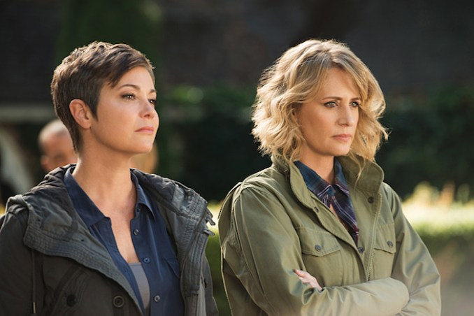 """Supernatural -- """"Celebrating the Life of Asa Wilder"""" -- SN1206b_0070.jpg -- Pictured (L-R): Kim Rhodes as Jody Mills and Samantha Smith as Mary Winchester -- Photo: Diyah Pera/The CW -- © 2016 The CW Network, LLC. All Rights Reserved"""