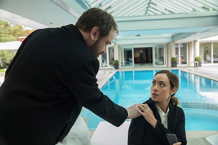 """Supernatural --""""LOTUS""""-- SN1208a_0067.jpg -- Pictured (L-R): Mark Sheppard as Crowley and Courtney Ford as Kelly Kline -- Photo: Jack Rowand/The CW -- © 2016 The CW Network, LLC. All Rights Reserved"""