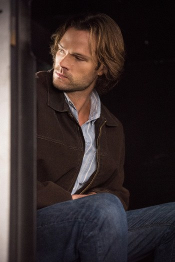 """Supernatural --""""First Blood""""-- SN1209a_0070.jpg -- Pictured: Jared Padalecki as Sam -- Photo: Dean Buscher/The CW -- © 2016 The CW Network, LLC. All Rights Reserved"""