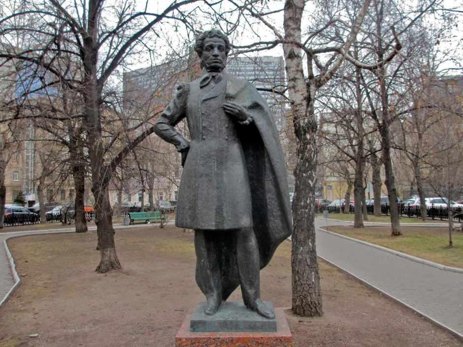 Alexander Pushkin, Spasopeskovskaya Square, Yury Dines