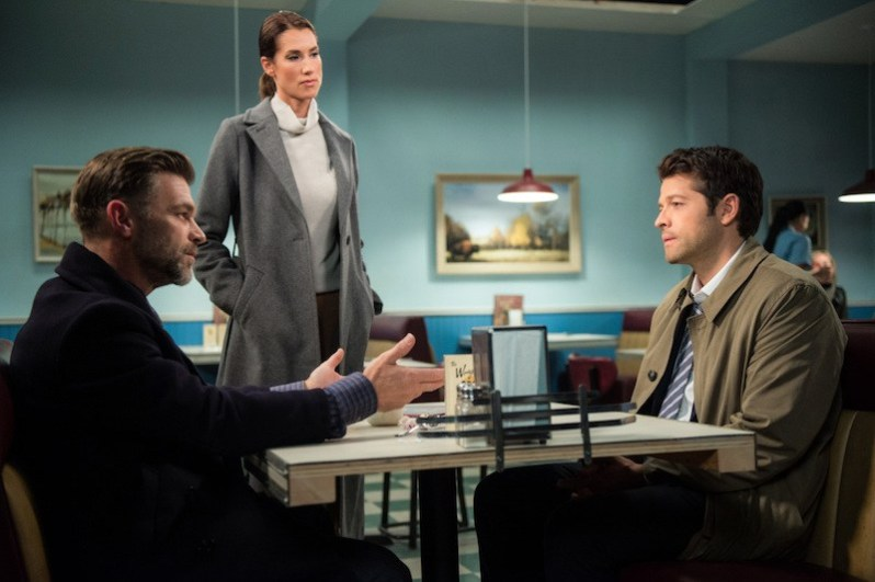 "Supernatural --""Lily Sunder Has Some Regrets""-- SN1210a_0287.jpg -- Pictured (L-R): Ian Tracey as Ishim, Tiara Sorensen as Mirabel and Misha Collins as Castiel -- Photo: Diyah Pera/The CW -- © 2017 The CW Network, LLC. All Rights Reserved"
