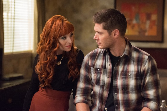 """Supernatural --""""Regarding Dean""""-- SN1211b_0166.jpg -- Pictured (L-R): Ruth Connell as Rowena and Jensen Ackles as Dean --Photo: Dean Buscher/The CW -- © 2017 The CW Network, LLC. All Rights Reserved"""